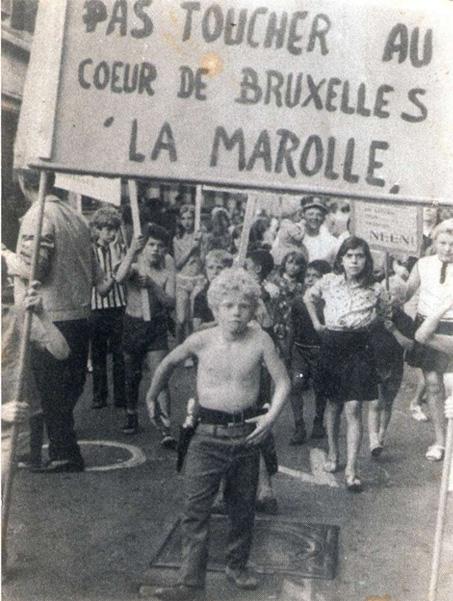 Bataille des Marolles de 1969, explications pendant la visite Bruxelles 1000 ans de luttes dde Brussels By Foot (Photo Sonuma)