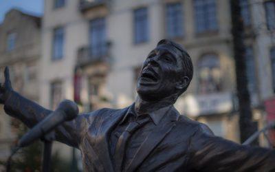 Het omstreden standbeeld van Jacques Brel